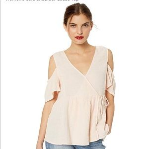 Lucky Brand 🍀 pink gauze cold shoulder top